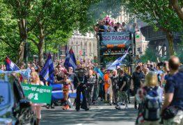 كريستوفر ستريت داي هو عبارة عن مسيرة احتفالية للمثلين جنسياً