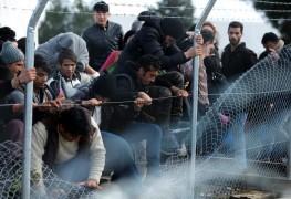 لاجئون على الحدود المقدونية اليونانية
