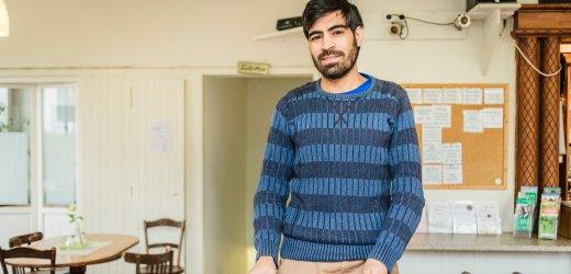 مهدي، 22 سنة من أفغانستان. يتواجد في ألمانيا منذ 2011 ويعيش في هامبورغ