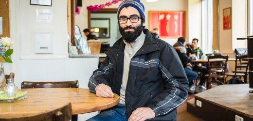 محمد، عمره 25 عاماً من سوريا. يتواجد في ألمانيا منذ أغسطس 2015 ويعيش في هامبورغ