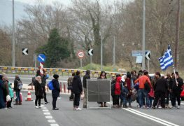 fluechtlinge-griechenland-autobahn-101-_v-videowebl