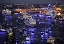 فعالية (بلو بورت) التي تغرق ميناء هامبورغ في سحر اللون الأزرق