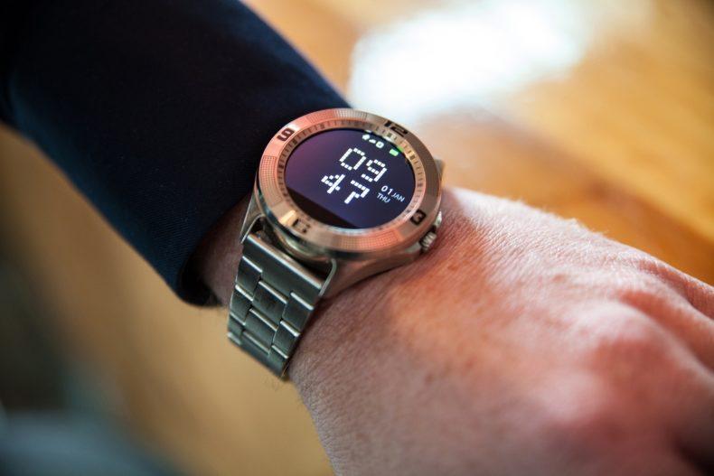 Smartwatch mit analogem Aussehen
