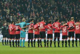 الوقوف دقيقة صمت على ضحايا هجوم برلين خلال مباراة فرانكفورت ضد فريق ماينس
