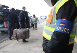 Weniger offene Asylanträge - mehr Abschiebungen