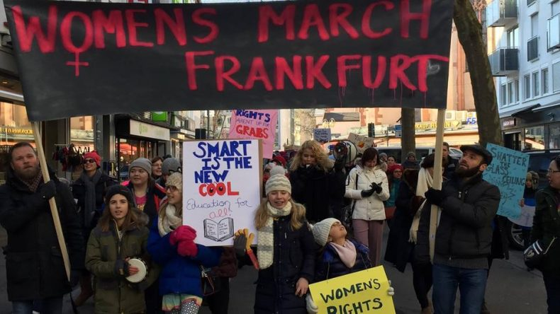من المظاهرات التي جرت في مدينة فرانكفورت